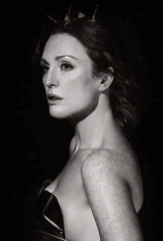 Julianne Moore Does Nude Calendar Pinup For Karl Lagerfeld