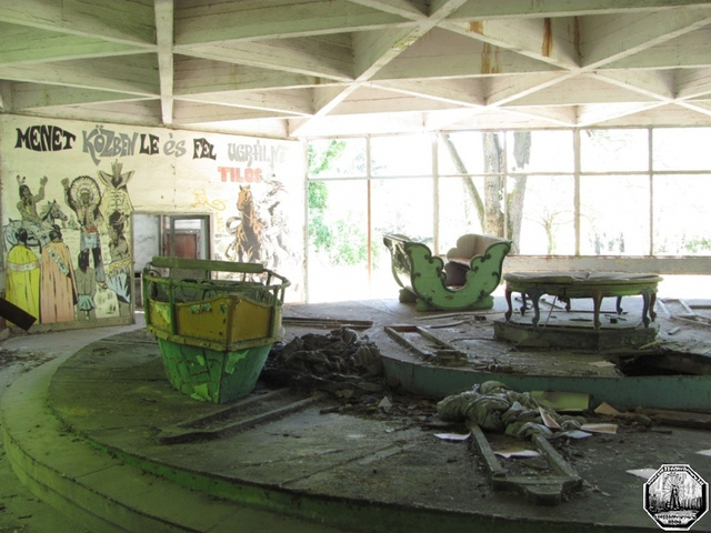 The Crumbling Chaos of Abandoned Amusement Parks