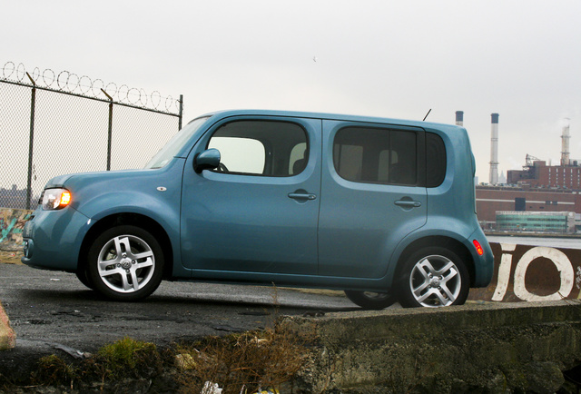 2009 nissan cube first drive. Black Bedroom Furniture Sets. Home Design Ideas