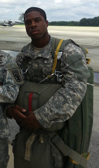 Former 49ers running back graduates from Airborne School