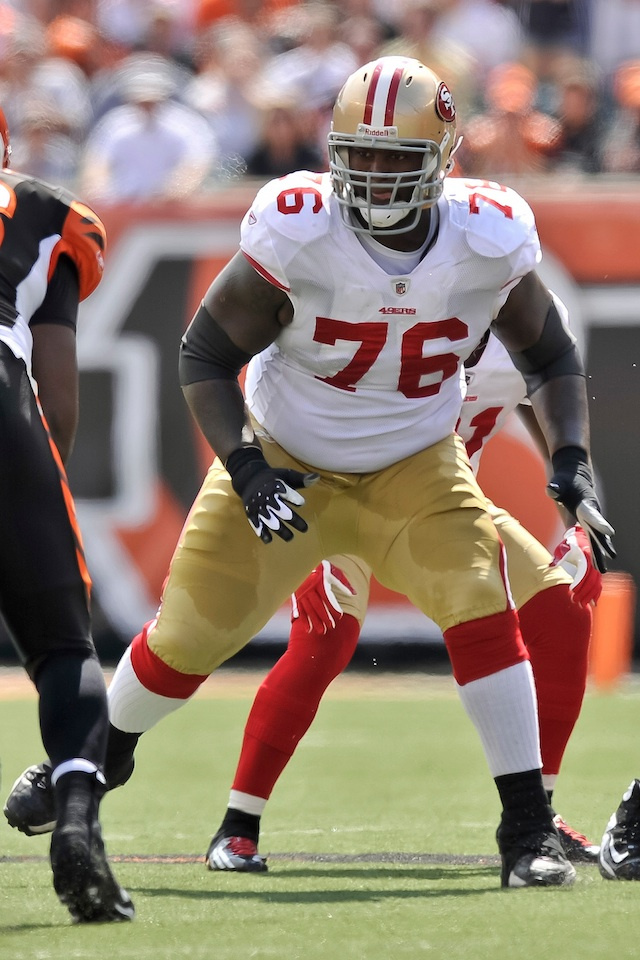 The 49ers' Anthony Davis Just Gave Away His Dog On Twitter