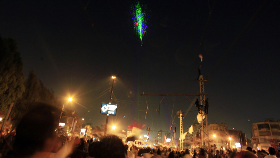 egyptian protesters paint helicopter with hundreds of laser pointers. Black Bedroom Furniture Sets. Home Design Ideas