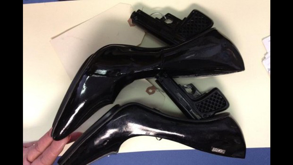 k bigpic Moron tries to get through airport security with gun shaped heels