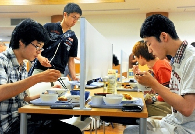 Japanese University Adds New Cafeteria Tables For Those