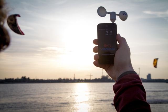 This Smart Mobile Wind Meter Contains No Electronics
