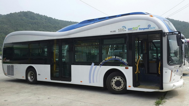 These Incredible New Buses Are Charged Wirelessly by the Road Itself