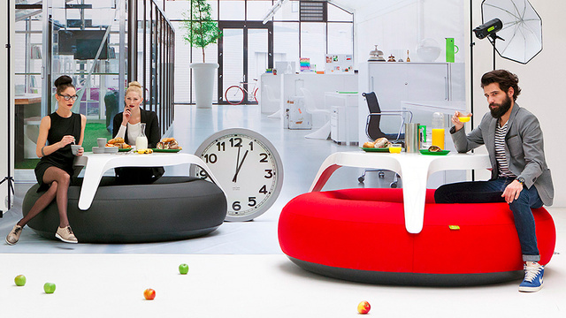 An Inflatable Table That Lets You Work on a Cushion of Air