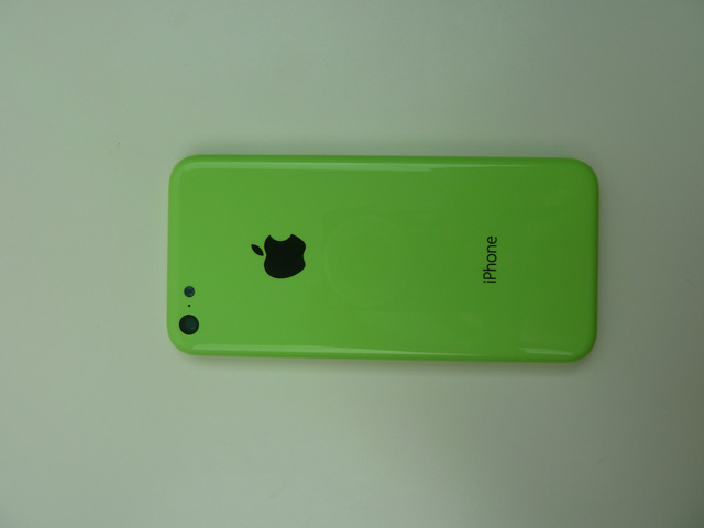 iPhone 5C leaked photo - looks chep plastic cover