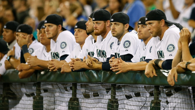 Mariners Players Pay Tribute To Ken Griffey Jr. In Perfect Fash…