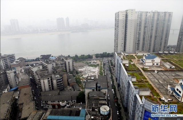 China's Illegal Rooftop Lairs Trade Safety for Spectacle