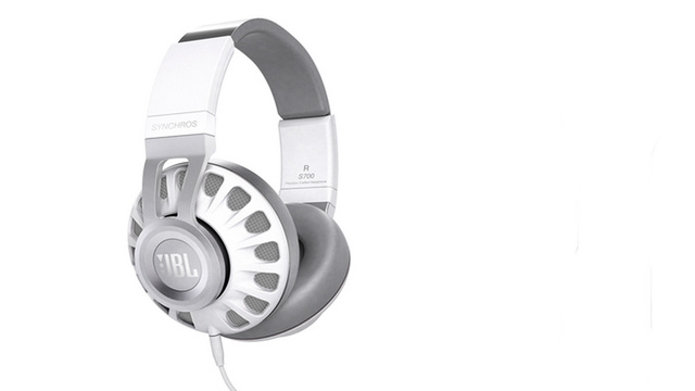 JBL's New Headphones Use Pro DSP to Sound Like a Live Performance