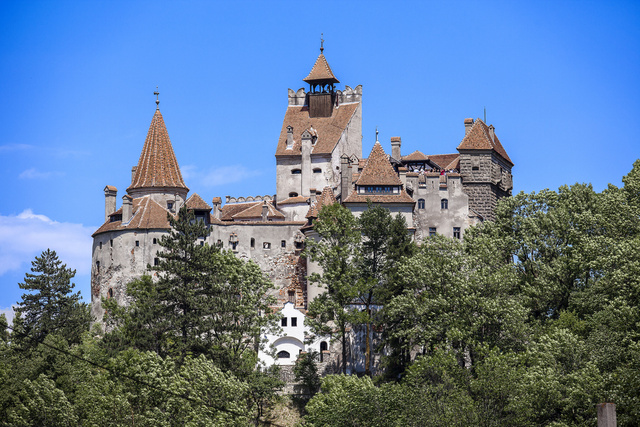 Wonderful Castles and Mansions That Are Haunted by Tragic Ghosts