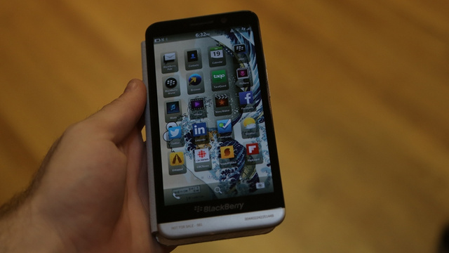 Blackberry Z30 Hands-On: BB10 Gets Hip to the Hugeness