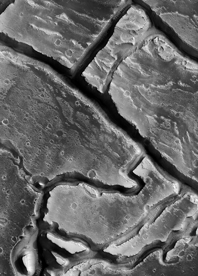 8 Incredible Images That Make Mars Look Like A Petri Dish