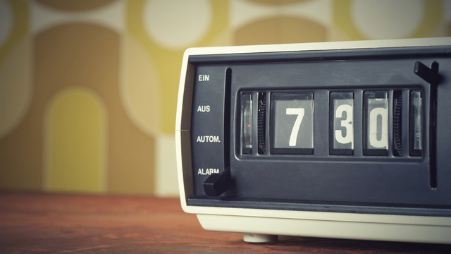 Why a Clock Radio Is the Best Way To Wake Up