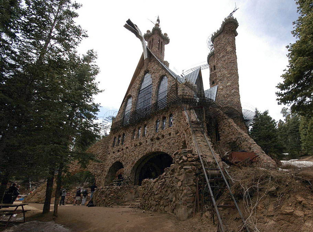 10 Incredible DIY Castles Built by Just One Single Person