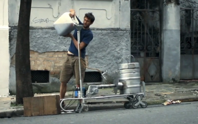 Watch a Designer Turn Soda Cans Into Chairs on a São Paulo Street