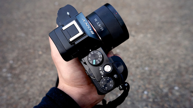 Sony A7r and A7 First Impressions: Full-Frame Power, Palm-Sized Camera