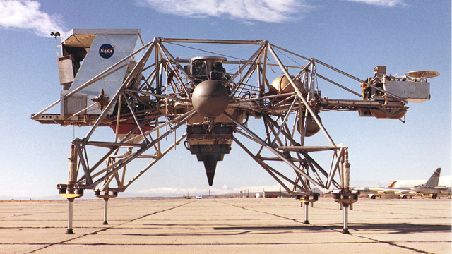 This Aluminum Mecha Taught Apollo Astronauts How to Land on the Moon