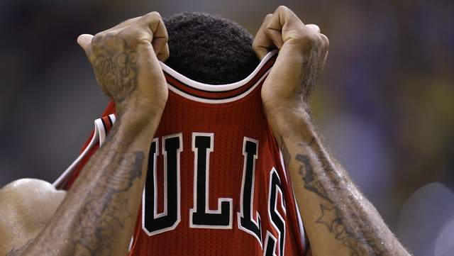 Derrick Rose Tweaks A Hammy, And Chicago Fans Freak