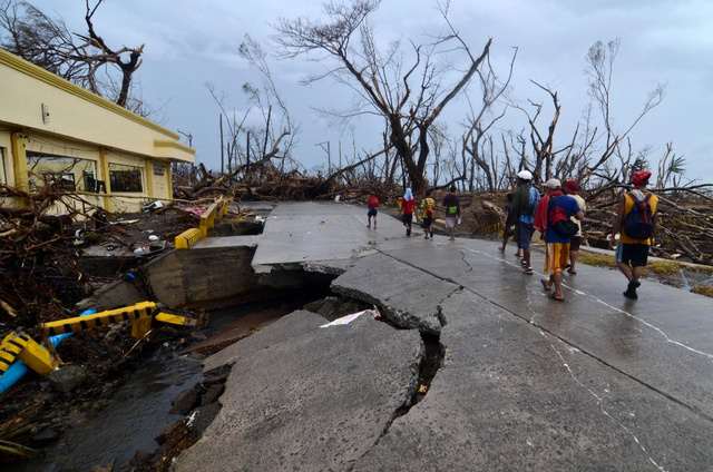 These Photos Will Help You Grasp the Devastation of Typhoon Haiyan