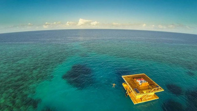 This Floating Hotel Room Comes with an Underwater Fish-Peeping Deck