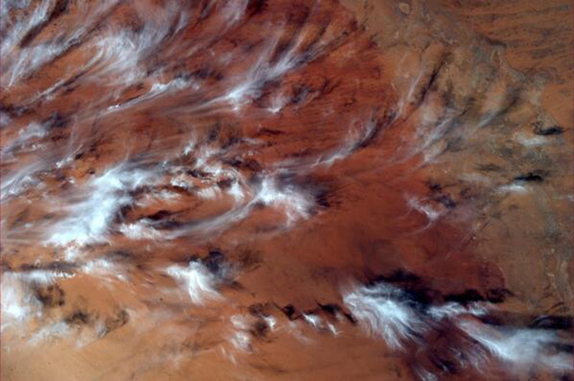 This Photo From Space Makes Earth Look Like an Oil Painting