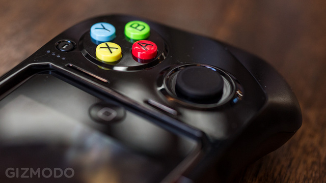 Moga Ace iOS Game Controller First Look: Cheap Fun, Huge Potential