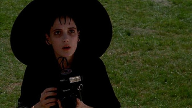 Lydia Deetz returning to Beetlejuice 2, OMG think of the hats!