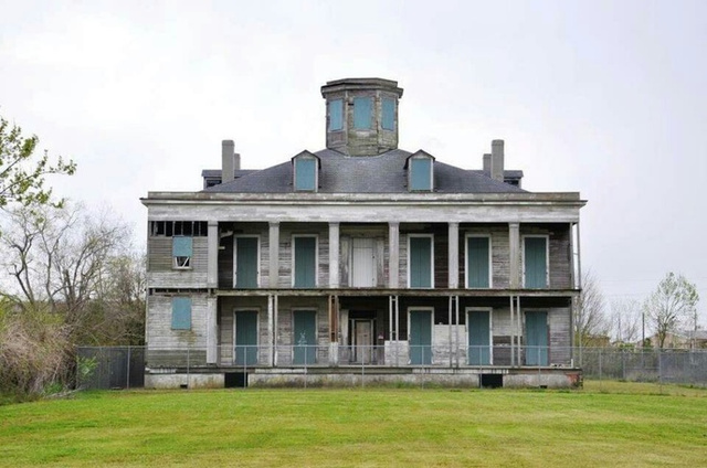 Moronic Ghost Hunters Burn Historic Louisiana Plantation to the Ground