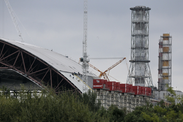 This Massive Steel Arch Will Entomb Chernobyl's Reactor 4
