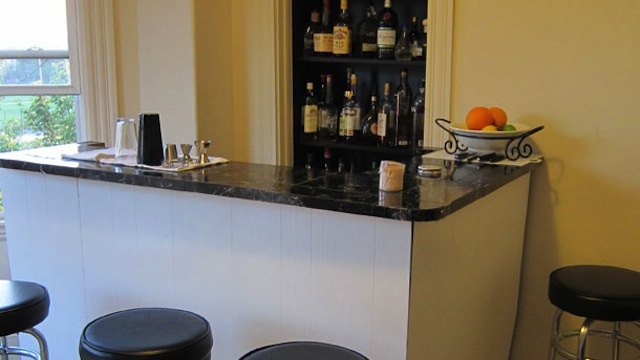 Design Your Home Bar with Ergonomics (and Guests) In Mind