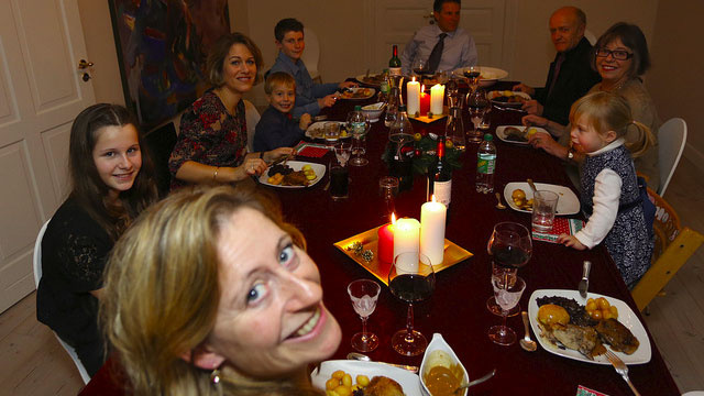 3 Questions to Ask at Dinner to Make Your Family Stronger