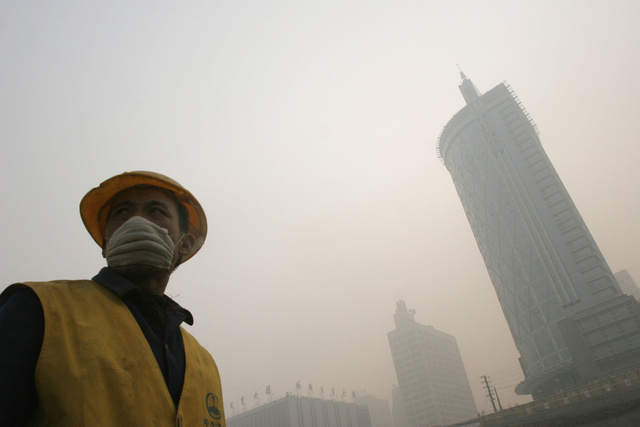 "Chinese Hospital Opens ""Smog Clinic"" to Help Citizens Survive the City"