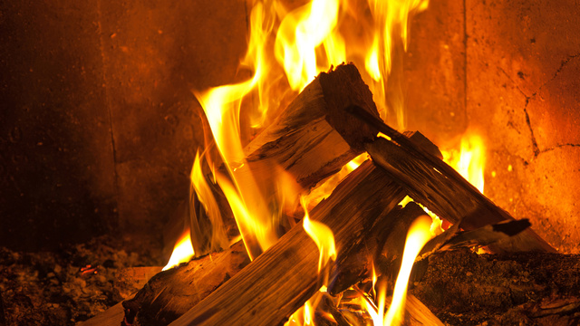 Build a Perfect Fire on Christmas Eve Without Burning Down the House