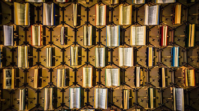 This Animatronic Wall Of Books Moves In Time With Library