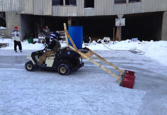 Backyard Rink Zamboni : Backyard Hockey Rink Features Homemade Zamboni