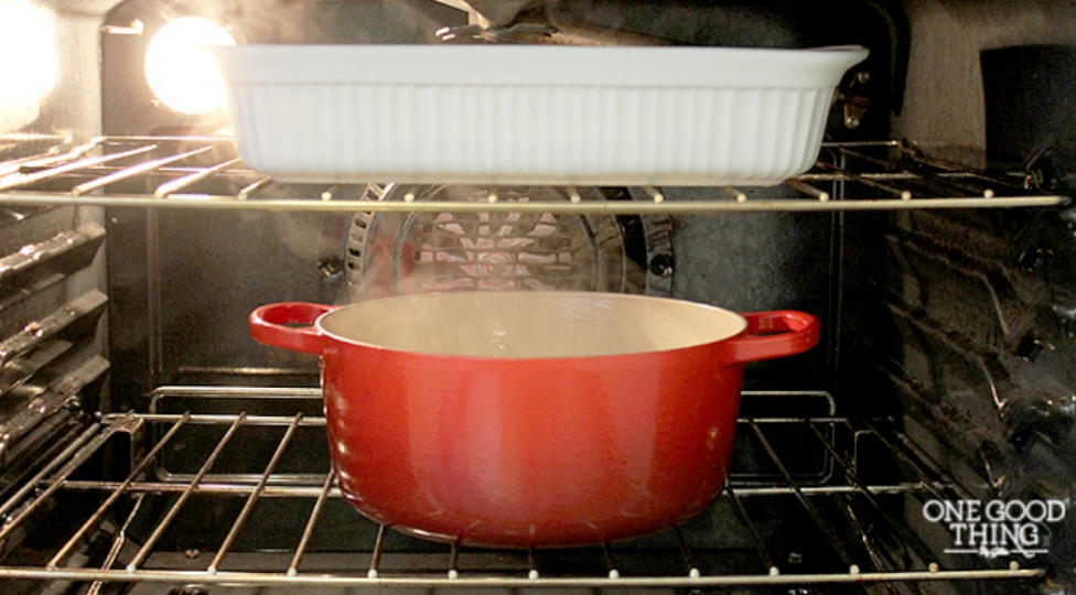 clean your oven with an overnight pot of water and ammonia lifehacker australia. Black Bedroom Furniture Sets. Home Design Ideas