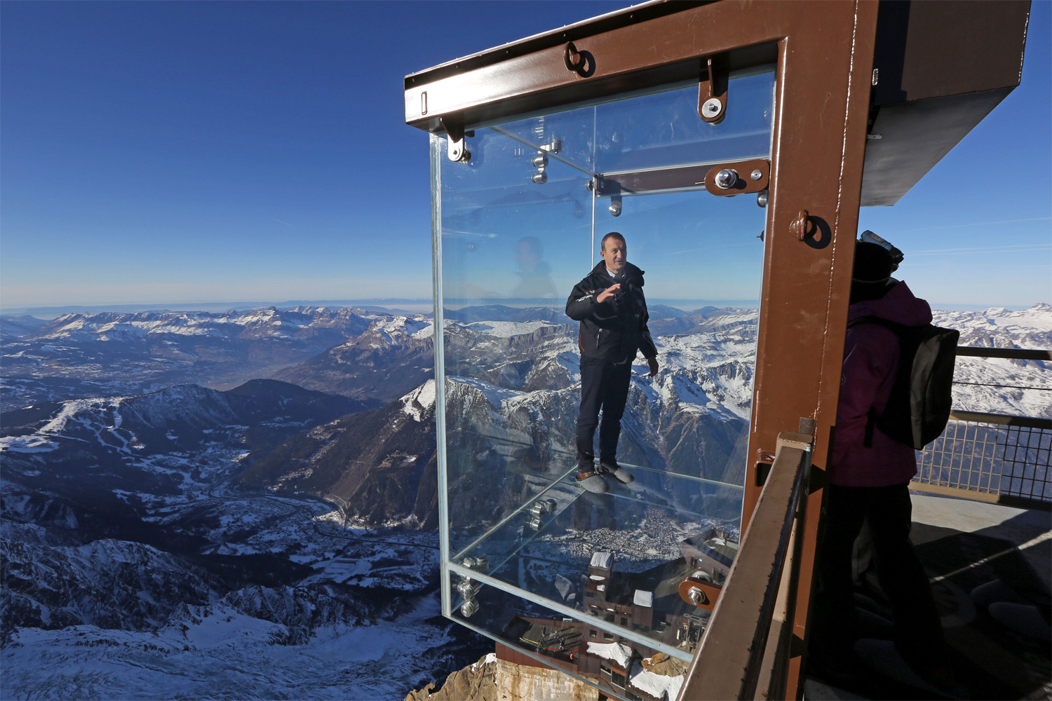 15 Heart Stopping Skywalks That Will Turn Your Legs To