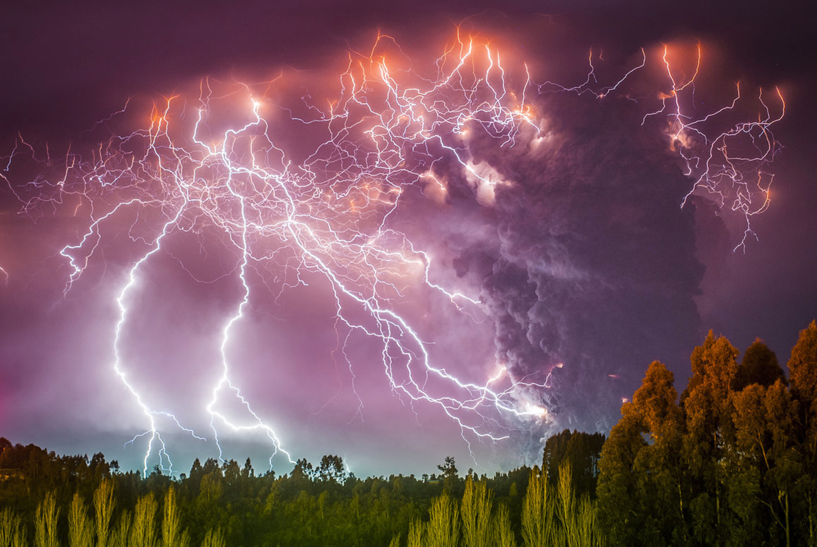 Volcanic Lightning | Volcano World | Oregon State University