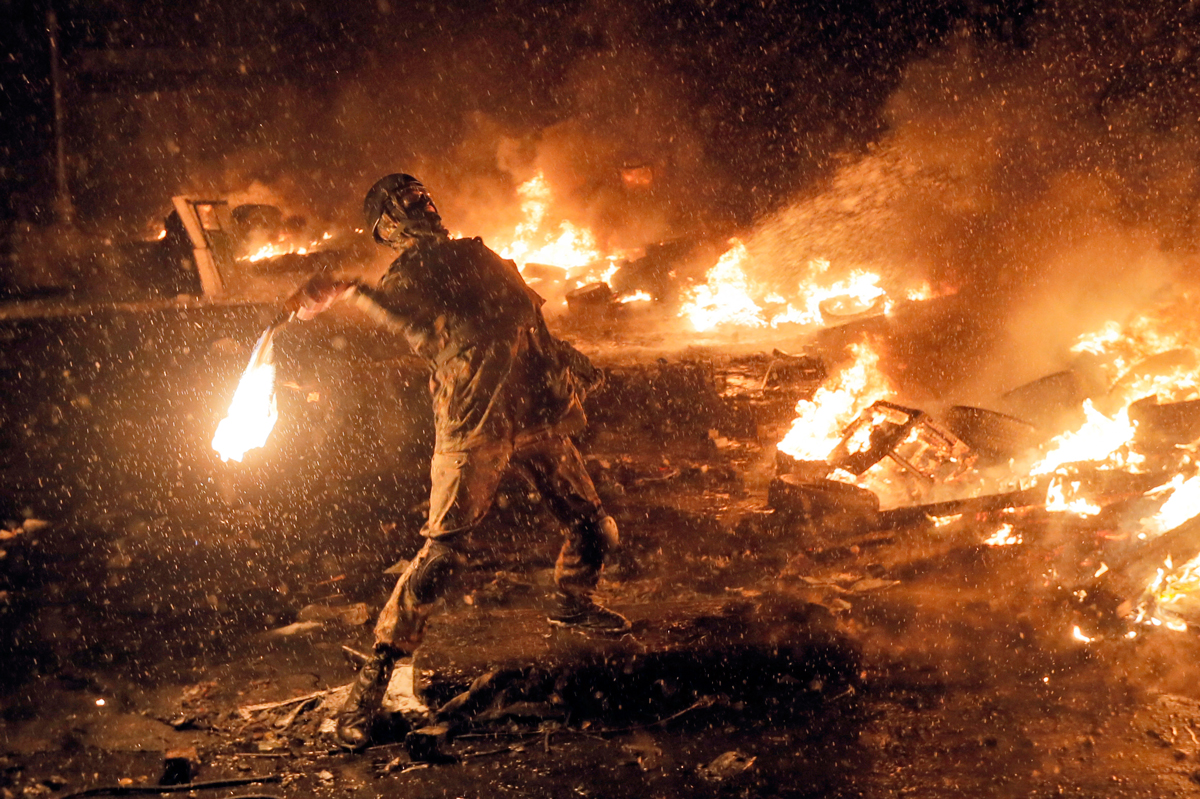 Spectacular photos of fireworks weaponry from the Ukraine protests