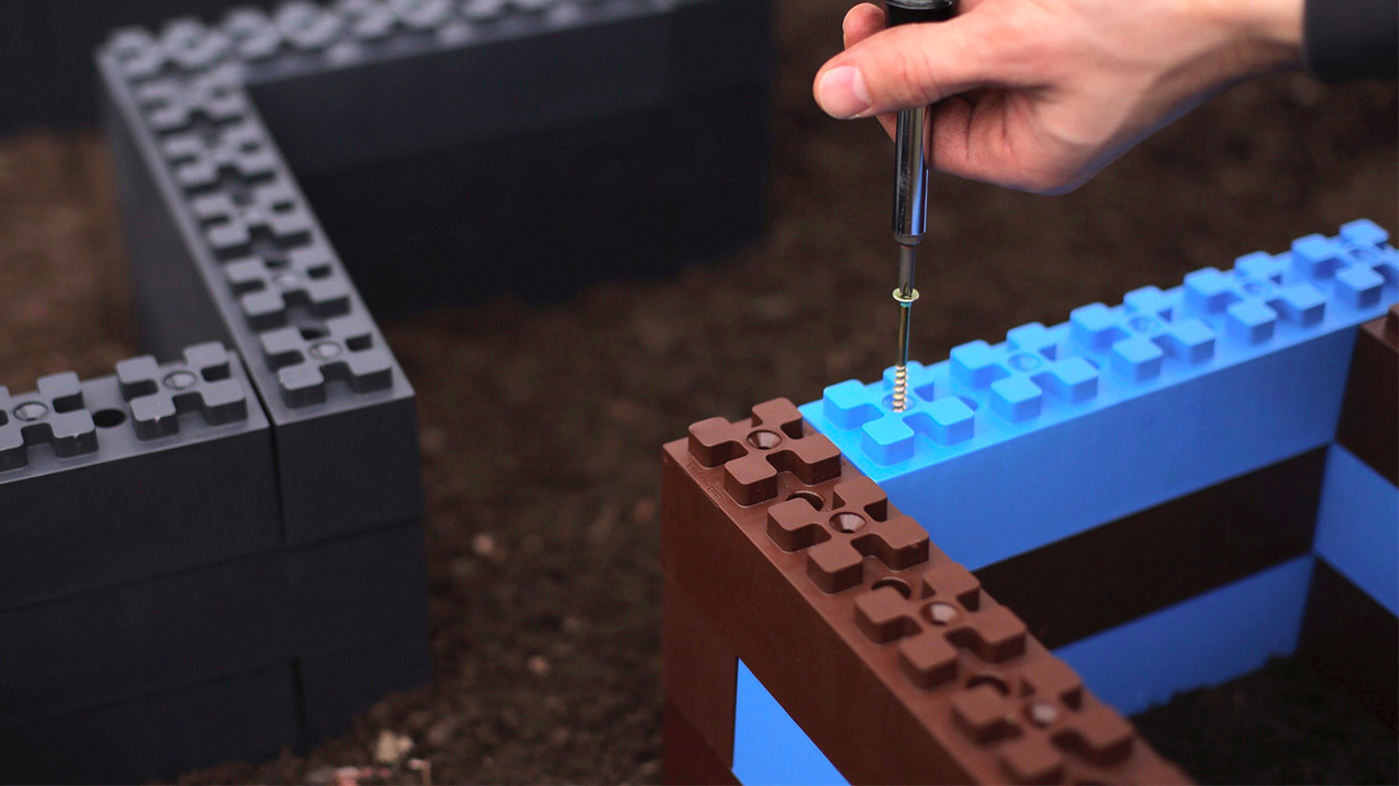 Build a Custom Garden Planter With These Lego-Like Blocks