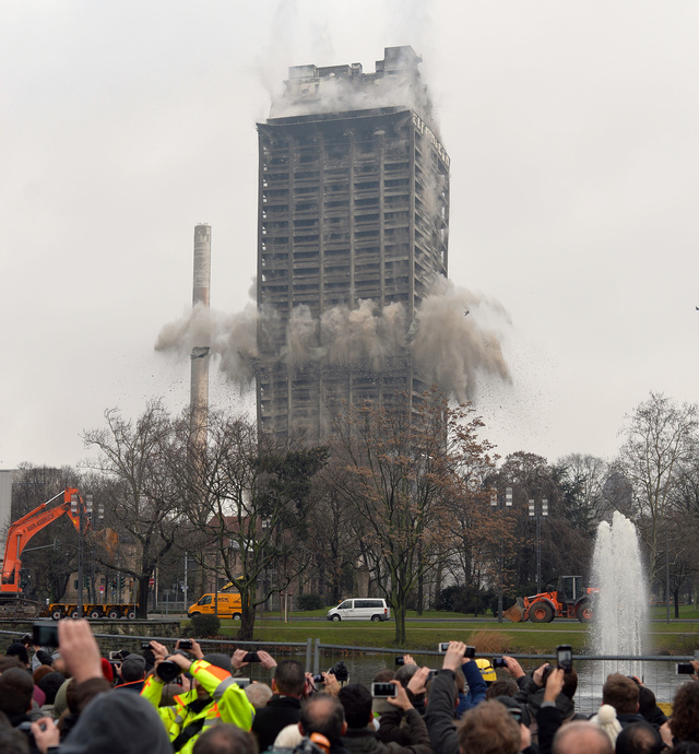 Behold One of the Biggest Controlled Skyscraper Demolitions Ever