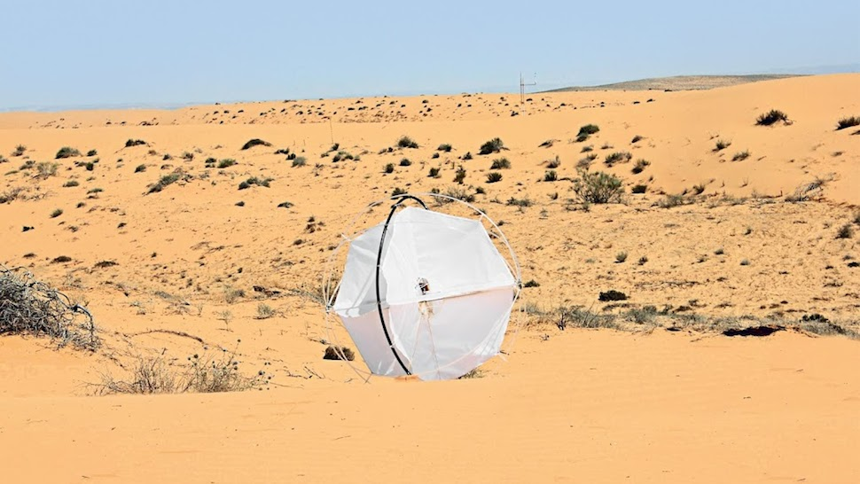 This Wind-Powered Tumbleweed Robot Aims To End Desertification