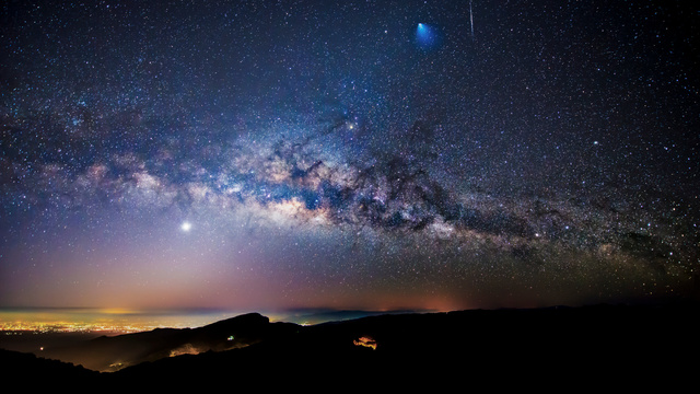 A Rocket, a Meteor and the Milky Way, All in One Overwhelming Image