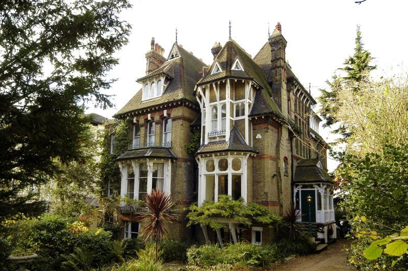 Who wouldn 39 t want this victorian mansion with a spaceship for Custom built victorian homes