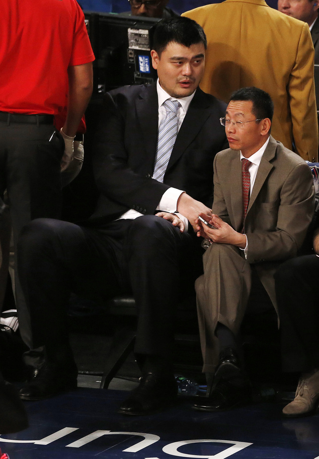 Yao Ming Next To An Average Person Is Amazing, As Usual