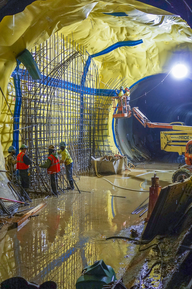 A Colossal Yellow Cave Taking Shape Beneath Manhattan