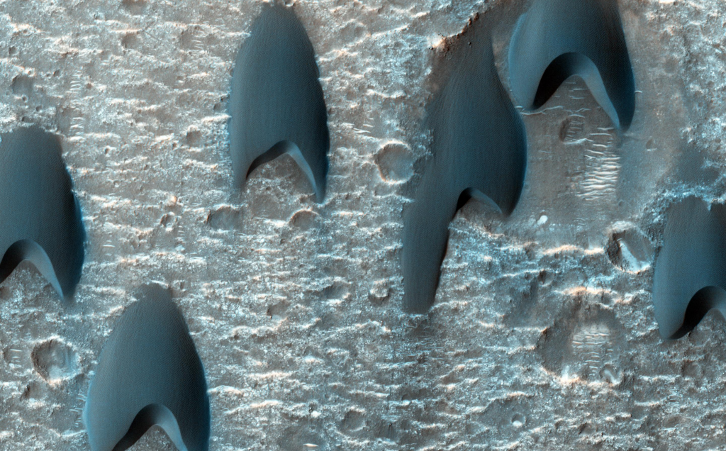 Mars Dunes So Perfect They Look Like Starfleet Logos