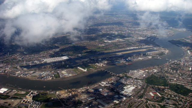 Can Developers Turn This Old London Dock into a Chinese Super-Hub?